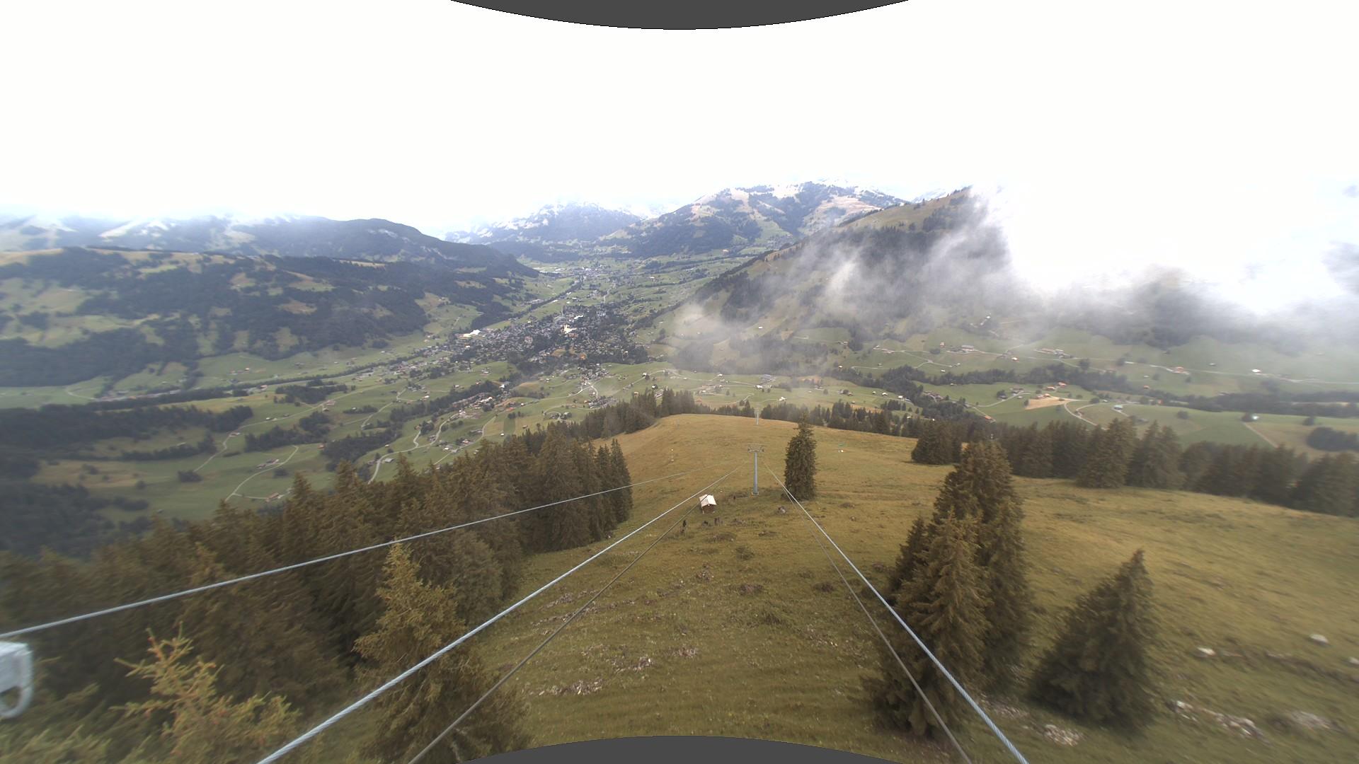 Blick nach Gstaad von Bergstation Wasserngrat